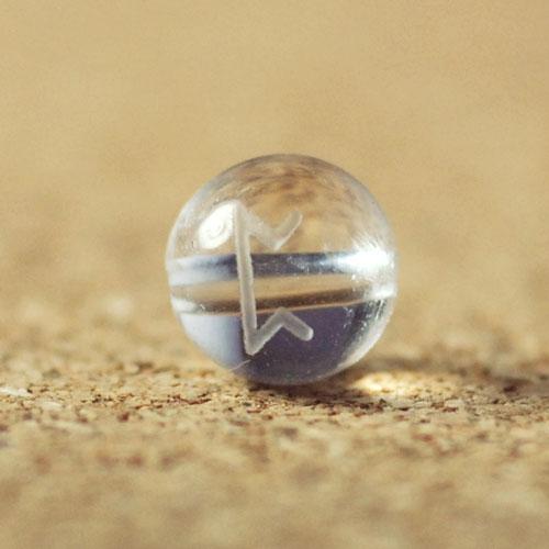 クォーツ(水晶) AAA ラウンド 8mm(ルーンPEORTHペイオス彫り)-1
