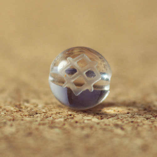 クォーツ(水晶) AAA ラウンド 8mm(ルーンGARガー彫り)-1