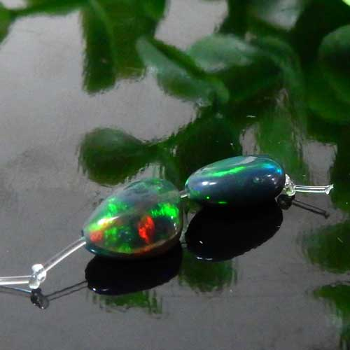 エチオピア産ブラックオパール AAA- タンブル 約5×6.5mm程度 013-0