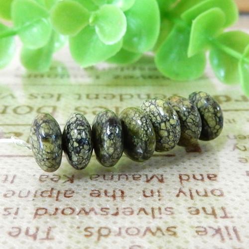 サーペンティン(蛇紋石) ボタン 4×8mm-0