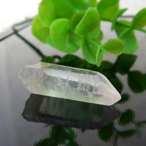 マニカラン産水晶(クォーツ) AAA ポイント(穴なし) 008-0