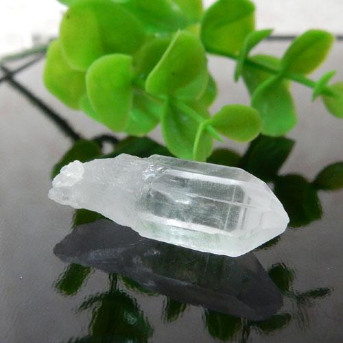 マニカラン産水晶(クォーツ) AAA ポイント(穴なし) 009-0