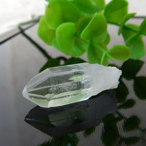 マニカラン産水晶(クォーツ) AAA ポイント(穴なし) 009