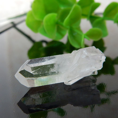 マニカラン産水晶(クォーツ) AAA ポイント(穴なし) 012