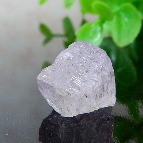 アフガニスタン産クンツァイト AAA 結晶 001-0