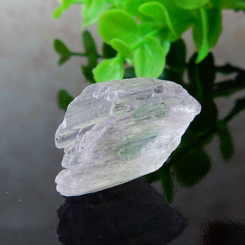 アフガニスタン産クンツァイト AAA 結晶 002-1