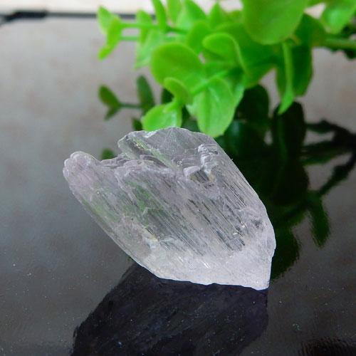 アフガニスタン産クンツァイト AAA 結晶 002