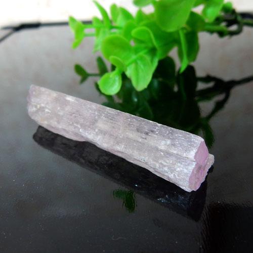 アフガニスタン産クンツァイト AAA 結晶 003-0